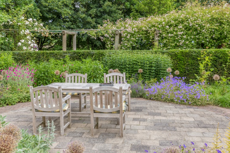 5 Staging Tips for your Outdoor Space